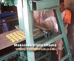mesin-cetak-kerupuk-7-maksindomakassar